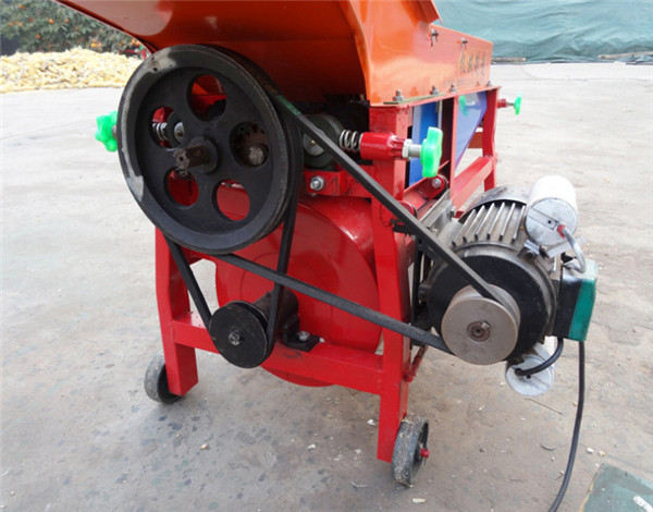 Blowing type corn husking machine